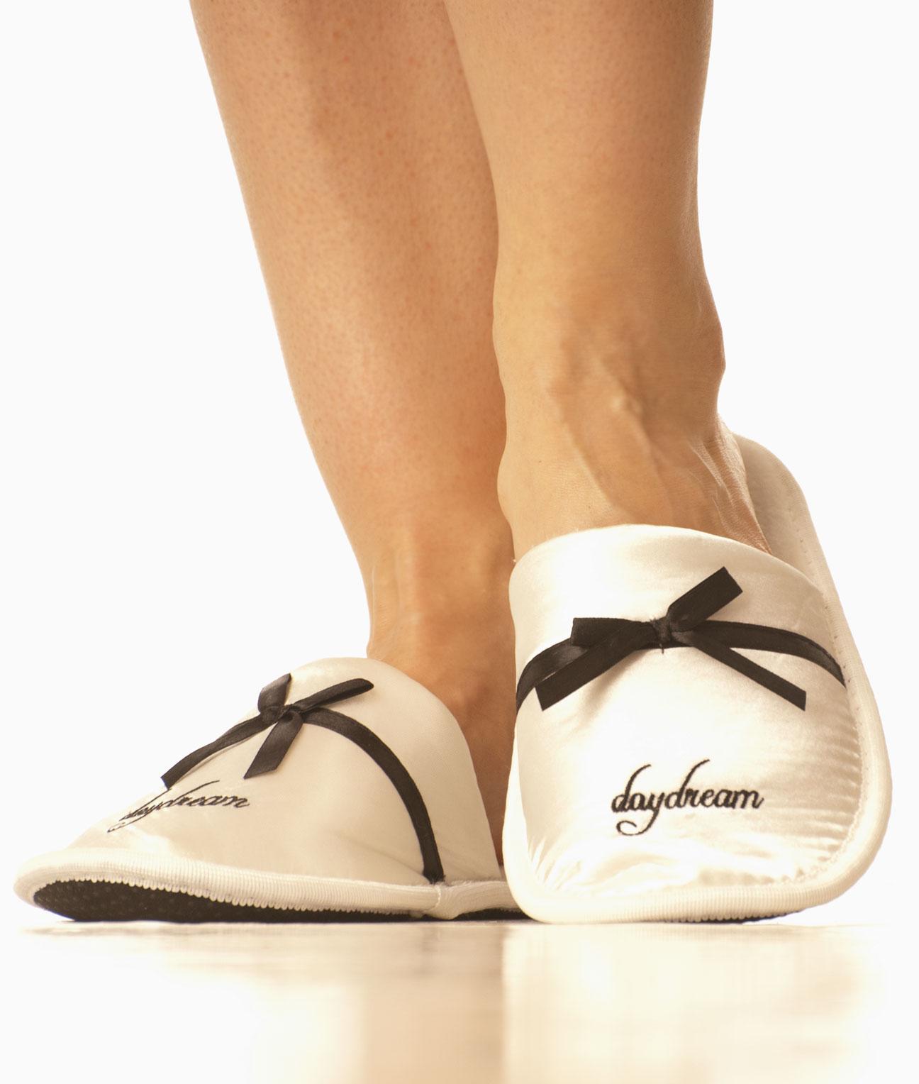 Saténové nazouvací papuče - světlé